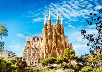 sagrada-familia-cathedral-in-barcelona-istock_000069446845_large-2