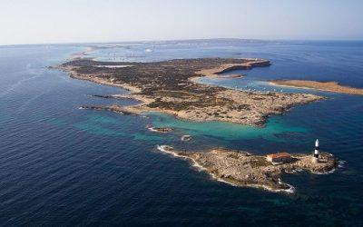 Isla de Espalmador, un pequeño paraíso hacia el que debemos navegar