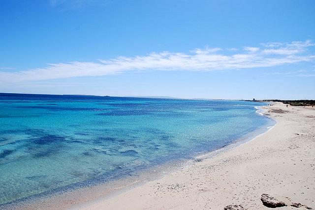 Es Cavallet, ¡una playa nudista de Ibiza que triunfa entre el turismo LGTBI!