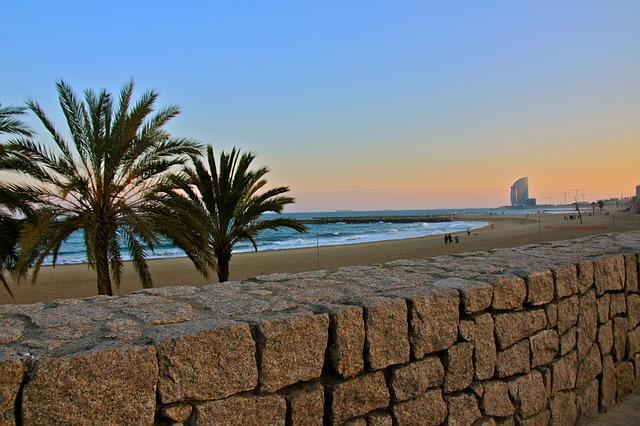 Playas de Barcelona, ¡quince destinos de sal y arena alrededor de la ciudad!