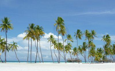 Playas paradisíacas en España, ¡quince destinos para reflejarte en el agua!
