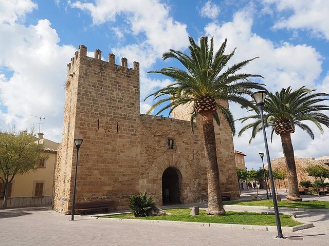 Alcudia, ¡la ciudad de Mallorca más allá de sus playas!