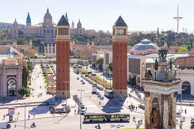 Monumentos en Barcelona, ¡15 obras de arte que podemos ver paseando por la ciudad condal!