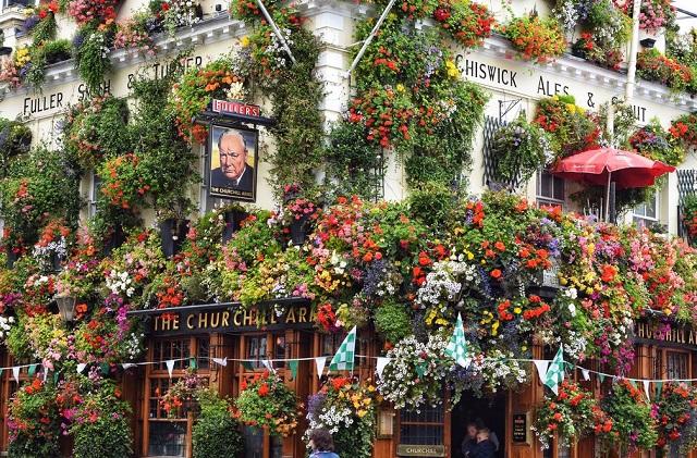 The Churchill Arms Pub Portobello Market Madrid
