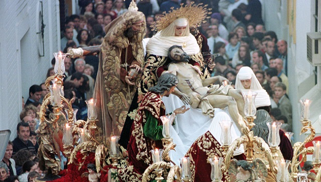 La Sagrada Mortaja en la Semana Santa de Sevilla