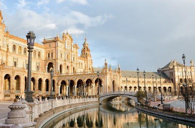 Plazas en España: ¡10 centros neurálgicos de ciudades que no te puedes perder!