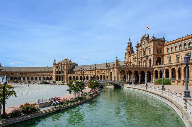 Sevilla tiene la más grande de las plazas en España