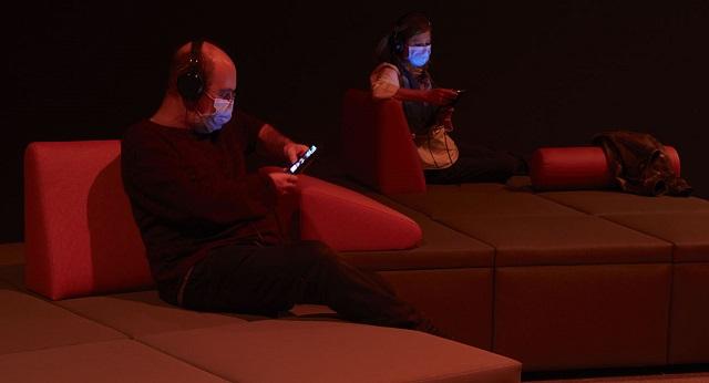 Audiosfera, una exposición en Madrid sin objetos ni imágenes donde solo puedes escuchar