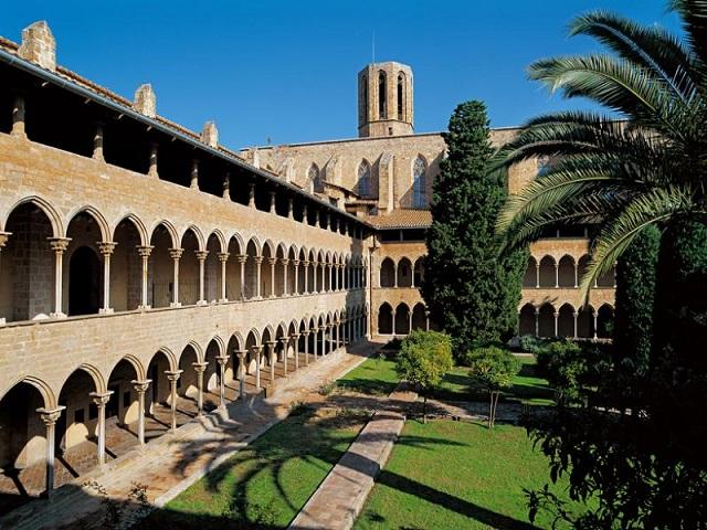 Monasterio de Pedralbes, ¡una belleza del gótico catalán que no te puedes perder!